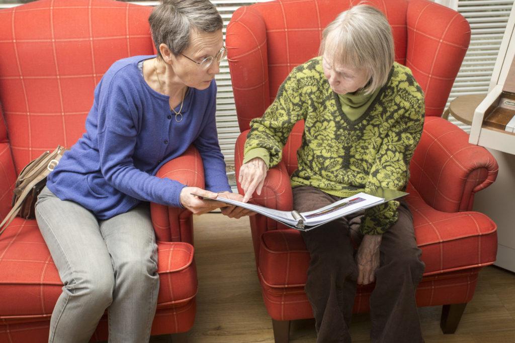 Liesbeth Hoogendijk en Carlijn Wegbrans - Stepping Stones ... Stepping Stones Home Care